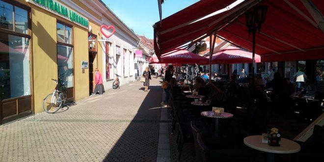 """Prosvjed """"Pravda za djevojčice"""" i u Osijeku, a što kažu Đakovčani"""