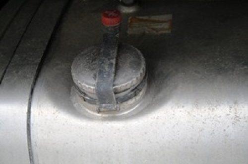 Iz radnog stroja ukrao diesel gorivo