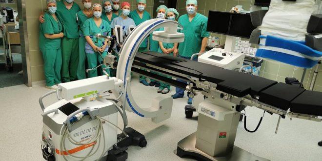 Vrijedne donacije, suvremeni uređaj i traumatološki stol osječkoj bolnici