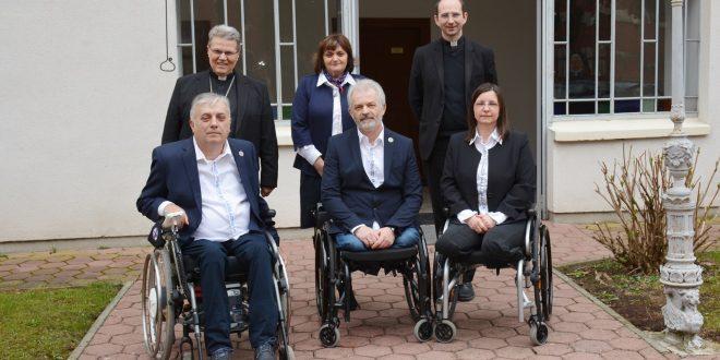 Predstavnici Udruge 100%-tnih HRVI I. skupine u posjeti nadbiskupu Hraniću